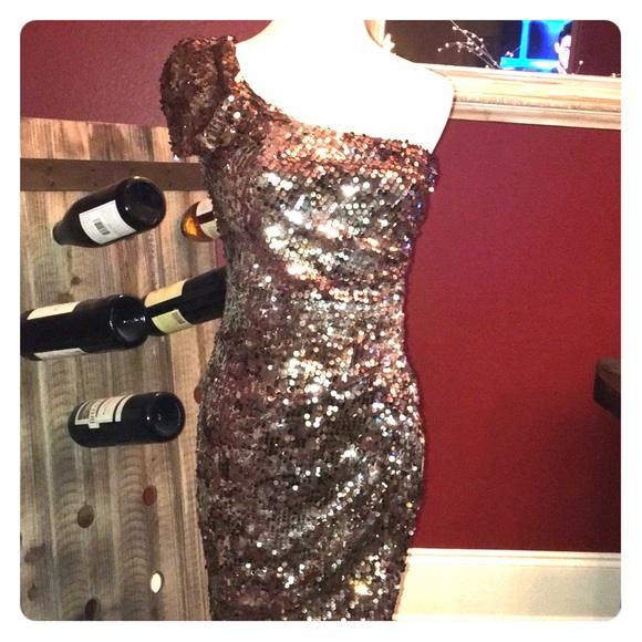City Triangles Dresses & Skirts - Sequin cocktail dress perfect holiday attire